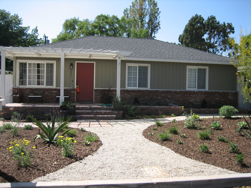 Drought tolerant front yard great what does a waterwise for Drought resistant landscaping