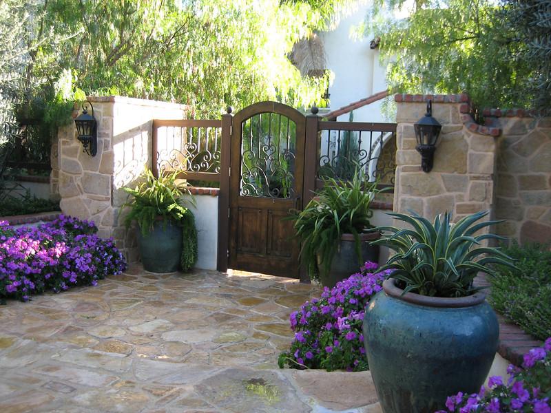 Pottery Garden Art Photos on Entrance Courtyard Design Ideas